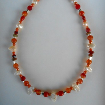 Léger collier orange, réf. C 112
